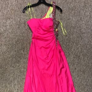 NEW DAVE & JOHNNY HOT PINK DRESS SZ 1/2